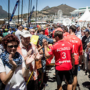 © Maria Muina I MAPFRE. Last hour on shore before the leg start in Cape Town. Última hora en tierra antes de la salida de la etapa en Ciudad del Cabo.