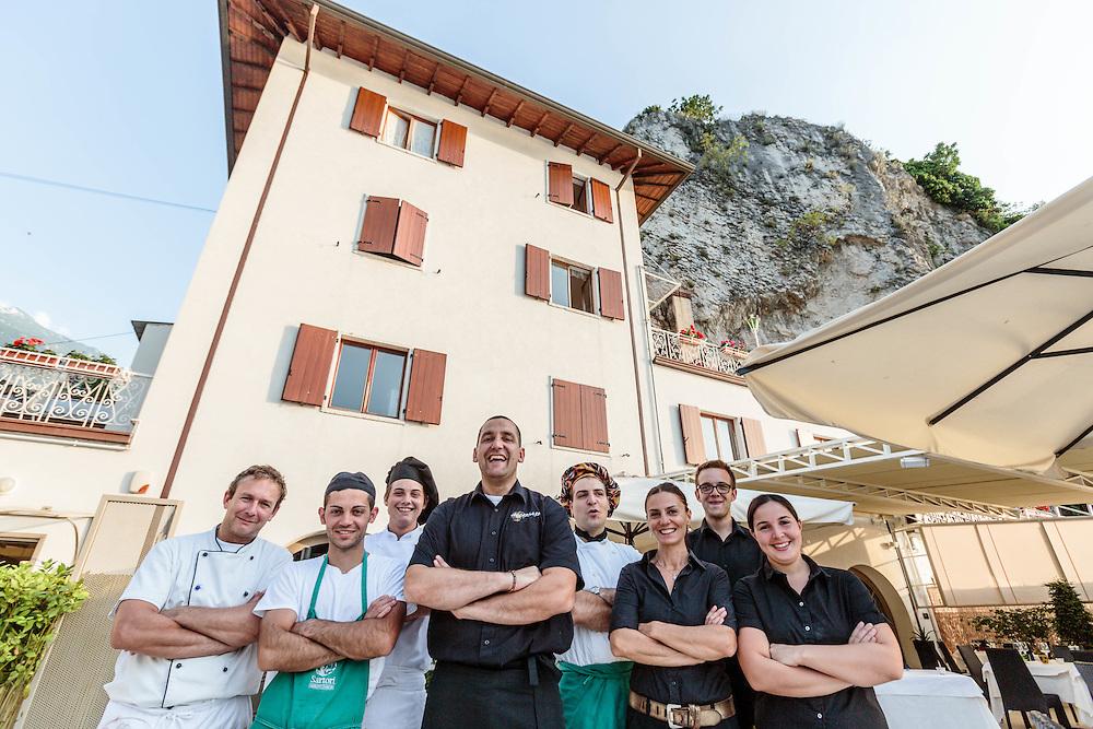 """21 JUN 2012 - Malcesine (VR) - Lago di Garda - Mario Zanolli, titolare del Ristorante """"Al Corsaro"""", con lo staff."""