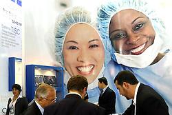 Movimento de público nos estandes durante a HOSPITALAR 2007-14ª Feira Internacional de Produtos, Equipamentos, Serviços e Tecnologia para Hospitais, Laboratórios, Clínicas e Consultórios, que acontece de 12 a 15 de junho de 2007, no Expo Center Norte, em São Paulo. FOTO: Jefferson Bernardes/Preview.com