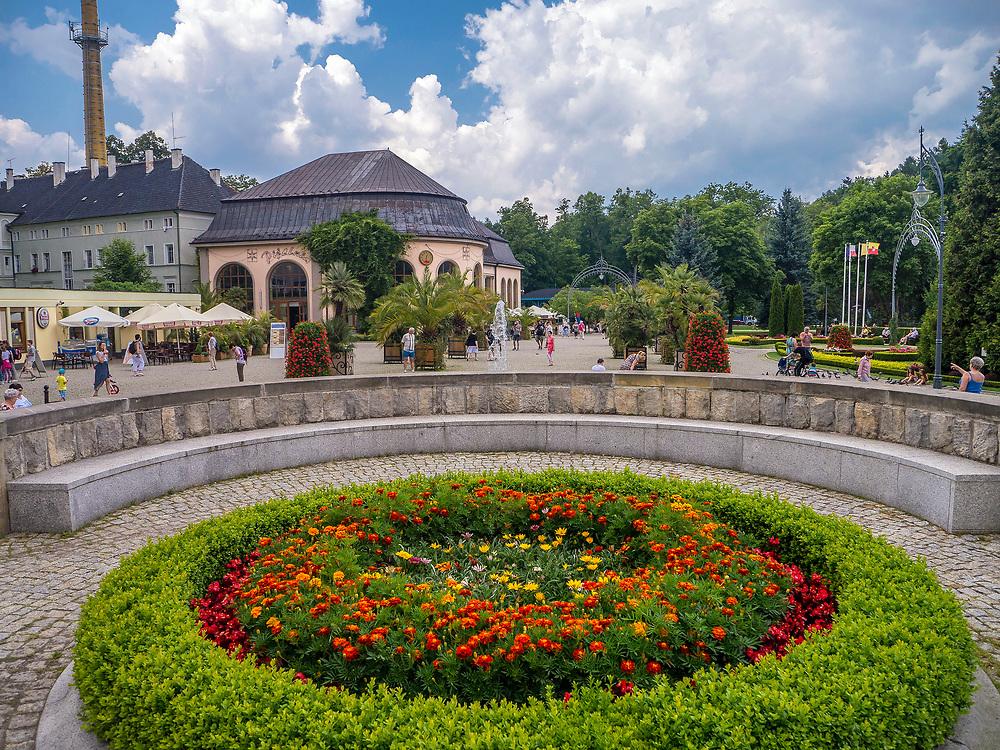 Pijalnia wód oraz fragment Parku Zdrojowego, Kudowa-Zdrój, Polska<br /> The pump room and the fragment of the Spa Park, Kudowa-Zdrój, Poland