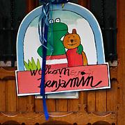 NLD/Amsterdam/20100724 - Welkomsbord op de voordeur van de woning van Winston Gerstanowitz en Renate Verbaan na de geboorte van zoon Benjamin
