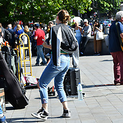 UK Weather - The Hottest week in June 2019, People watching busker in Trafalgar Square, on 27 June 2019, London, UK