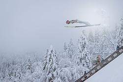 10.12.2020, Planica Nordic Centre, Ratece, SLO, FIS Skiflug Weltmeisterschaft, Planica, Einzelbewerb, Qualifikation, im Bild Philipp Aschenwald (AUT) // Philipp Aschenwald of Austria during the qualification for the men individual competition of FIS Ski Flying World Championship at the Planica Nordic Centre in Ratece, Slovenia on 2020/12/10. EXPA Pictures © 2020, PhotoCredit: EXPA/ JFK