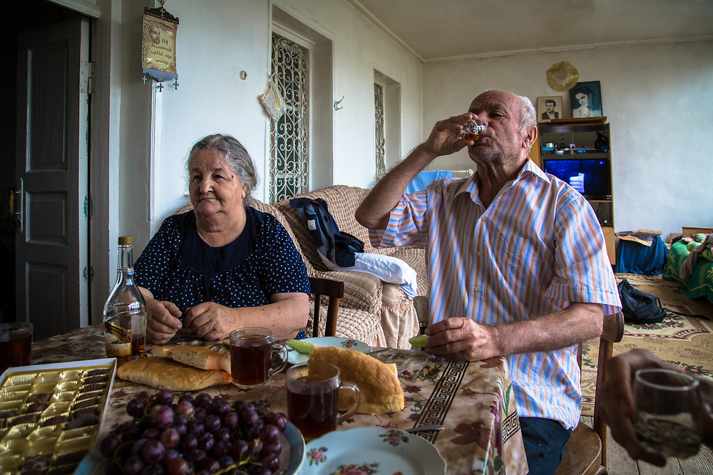 Norah and Raffael Asryan remember fondly the time when Armenians and Azeris lived together peacefuly in Karintak village. However they cannot accept the idea of seeing their former neighbours who fled to Azerbaiyan return to live amongst them.     © Daniel Barreto Mezzano