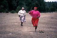 Tarahumaras Indians have a very poor way of life. Sierra Madrepelota game practiced by Tarahumara Indians    Mexico    ..  ..Les indiens Tarahumaras vivent miserablement et sont à peine integres. Sierra Madre..Jeu de pelote chez les indiens Tarahumaras    Mexique  ..R00040/26    L0007360  /  R00040  /  P0003453