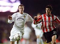 Lee Bowyer (Leeds) and Julio Arca (Sunderland), Leeds Utd v Sunderland, 16/12/2000. Credit Colorsport / Andrew Cowie.