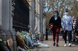 © Licensed to London News Pictures. 09/04/2021. LONDON, UK. Well wishers prepare to lay flowers outside Buckingham Palace after the death of Prince Philip, aged 99, was announced.  Photo credit: Stephen Chung/LNP