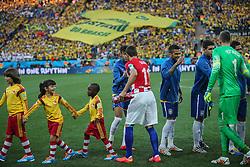 Jogadores se cumprimentam antes da partida entre Brasil x Croácia, na abertura da Copa do Mundo 2014, no Estádio Arena Corinthians, em São Paulo. FOTO: Jefferson Bernardes/ Agência Preview