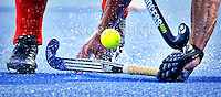 UTRECHT - Gele bal, blauw kunstgras en hockeystick, zaterdag tijdens de  hockey interland tussen de mannen van Nederland en Duitsland (4-2). COPYRIGHT KOEN SUYK