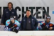 24.Feb.2012; Rapperswil-Jona; Eishockey NLA - Rapperswil-Jona Lakers - EV Zug;<br />  Trainer Harry Rogenmoser (M, LAK) mit Benjamin Neukom (L) und Reto Suri (R) (Thomas Oswald)
