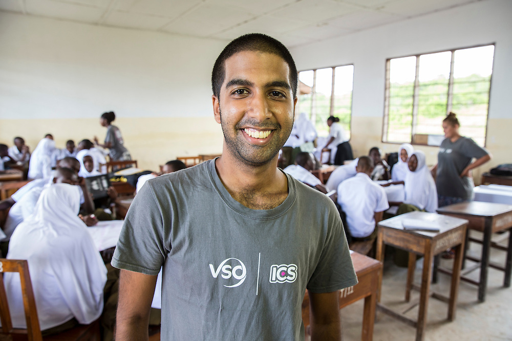 ICS volunteer Bharat Thakrar in the class room at Angaza school. Part of the VSO / ICS Elimu Fursa project (Opportunities in Education) Lindi, Lindi region. Tanzania.
