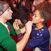 NLD/Hilversum/20151207- Sky Radio's Christmas Tree for Charity, Sharon Doorson en Xander de Buisonje schminken elkaar