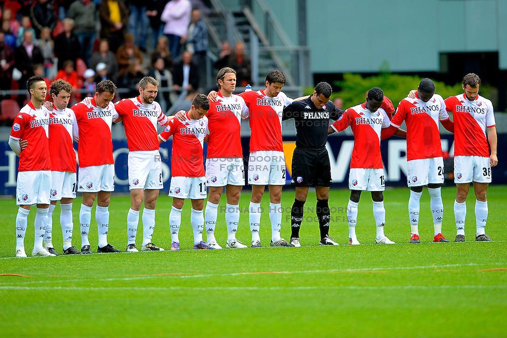16-05-2010 VOETBAL: FC UTRECHT - RODA JC: UTRECHT<br /> FC Utrecht verslaat Roda in de finale van de Play-offs met 4-1 en gaat Europa in / Een minuut stilte voor aanvang van de wedstrijd<br /> ©2009-WWW.FOTOHOOGENDOORN.NL