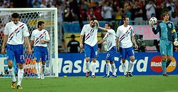 25-06-2006 VOETBAL: FIFA WORLD CUP: NEDERLAND - PORTUGAL: NURNBERG<br /> Oranje verliest in een beladen duel met 1-0 van Portugal en is uitgeschakeld / Teleurstelling bij de 1-0 vlnr van Persie, Boulahrouz, v Bommel, Sneijder, Ooijer en van der Sar<br /> ©2006-WWW.FOTOHOOGENDOORN.NL