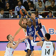 Anadolu Efes's Dontaye Draper (C) during their Turkish Airlines Euroleague Basketball Group A Round 5 match Anadolu Efes between Real Madrid at Abdi ipekci arena in Istanbul, Turkey, Thursday, November 14, 2014. Photo by Aykut AKICI/TURKPIX