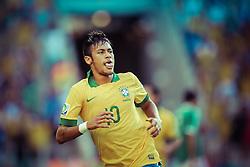 Neymar Jr. comemora gol na partida entre Brasil e Espanha, válida pela final da Confederações 2013, no estádio Maracanã, no Rio de Janeiro. FOTO: Jefferson Bernardes/ Agência Preview