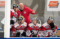 08.07.2016, Tiroler Wasserkraft Arena, Innsbruck, AUT, EBEL, HC TWK Innsbruck Die Haie vs HC Orli Znojmo, 8. Runde, im Bild Trainer Jiri Reznar (Znojmo) auf der Spielerbank // during the Erste Bank Icehockey League 8th Round match between HC TWK Innsbruck Die Haie and HC Orli Znojmo at the Tiroler Wasserkraft Arena in Innsbruck, Austria on 2016/10/08. EXPA Pictures © 2016, PhotoCredit: EXPA/ Johann Groder