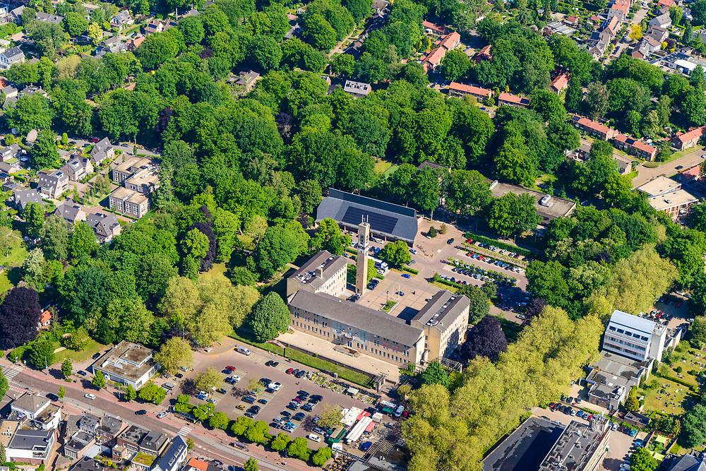 Nederland, Gelderland,  gemeente Renkum, 29-05-2019; overzichtsfoto Oosterbeek, Gemeentehuis Renkum.  Tijdens WO II toneel van de veldslag van de geallieerde troepen, Slag van Arnhem, onderdeel Operatie Market Garden.<br /> Overview Oosterbeek. During World War II scene of the battle of the Allied troops, Battle of Arnhem, Operation Market Garden.<br /> <br /> luchtfoto (toeslag op standard tarieven);<br /> aerial photo (additional fee required);<br /> copyright foto/photo Siebe Swart