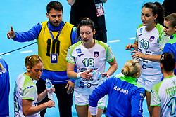 06-12-2019 JAP: Serbia - Slovenia, Kumamoto<br /> last match groep A at 24th IHF Women's Handball World Championship. / Coach Uros Bregar of Slovenia, Nina Zulic #18 of Slovenia
