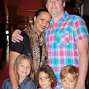 NLD/Den Haag/20110731 - Premiere musical Alice in Wonderland met K3, Sonja Silva en partner Declan Vermaat, linker meisje heet Sammy, rechter Kahlen en zoon Damian