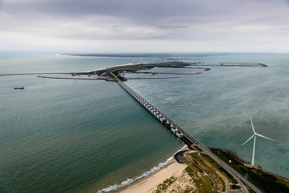 Nederland, Zeeland, Oosterschelde, 19-10-2014; Oosterschelde Stormvloedkering tussen Schouwen en Noord-Beveland. Sluitgat Roompot in de voorgrond, links de Noordzee. In het midden Neeltje Jans met werkhaven, Schouwen-Duiveland aan de verre horizon.<br /> Storm surge barrier in Oosterschelde (East Scheldt), between Islands of Schouwen-Duiveland and Noord-Beveland, North Sea on the left. Under normal circumstances the barrier is open to allow for the tide to enter and exit. In case of high tides in combination with storm, the slides are closed. <br /> luchtfoto (toeslag op standard tarieven);<br /> aerial photo (additional fee required);<br /> copyright foto/photo Siebe Swart