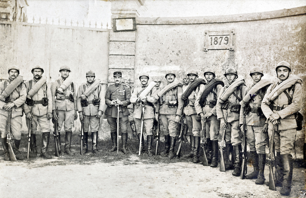1921 group portrait French soldiers with full march packing