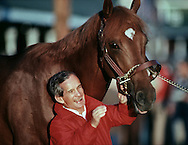 Willie Shoemaker and his 1986 Kentucky Derby winning horse, Ferdinand get together in the stables prior to the race.  <br /> © 1986 Jay Mather