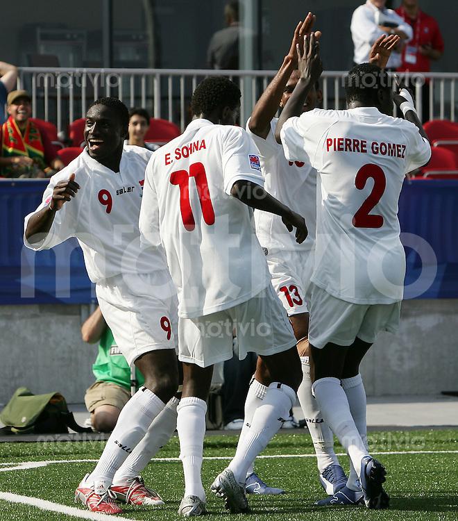 Fussball International U 20 WM  Neuseeland - Gambia Die Spieler von Gambia tanzen nach dem 1:0    .