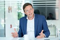 26 AUG 2021, BERLIN/GERMANY:<br /> Tobias Hans, CDU, Ministerpraesident Saarland, waehrend einem Interview, Parlamentsredaktion Berlin Rheinische Post<br /> IMAGE: 20210826-01-014