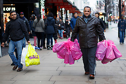 © licensed to London News Pictures. London, UK 26/12/2013. People shopping on Oxford Street, London on Boxing Day. Photo credit: Tolga Akmen/LNP