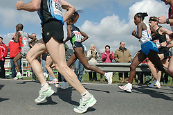 09-04-2006 ATLETIEK: FORTIS MARATHON: ROTTERDAM<br /> De 26e editie van de marathon van Rotterdam - In het midden Tegla Loroupe (F1) en winnares Mindaye Gishu (F12)<br /> ©2006-WWW.FOTOHOOGENDOORN.NL