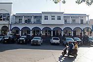Polizia federale, marina e esercito sorvegliano la piazza de Los Reyes. L'autodifesa aveva già provato ad entrare disarmata a giugno. Ne è però risultato un massacro da parte dei templari, costato la vita a cinque ciivili e una donna poliziotto.