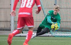 Christoffer Petersen (FC Helsingør) redder under træningskampen mellem FC Roskilde og FC Helsingør den 15. februar 2020 i Roskilde Idrætspark (Foto: Claus Birch).