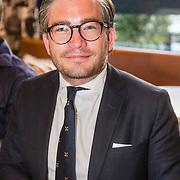 NLD/Amsterdam/20160616 - Gordon arriveert als gasthoofdredacteur bij presentatie van LXRY Magazine, François-Léon van der Velden