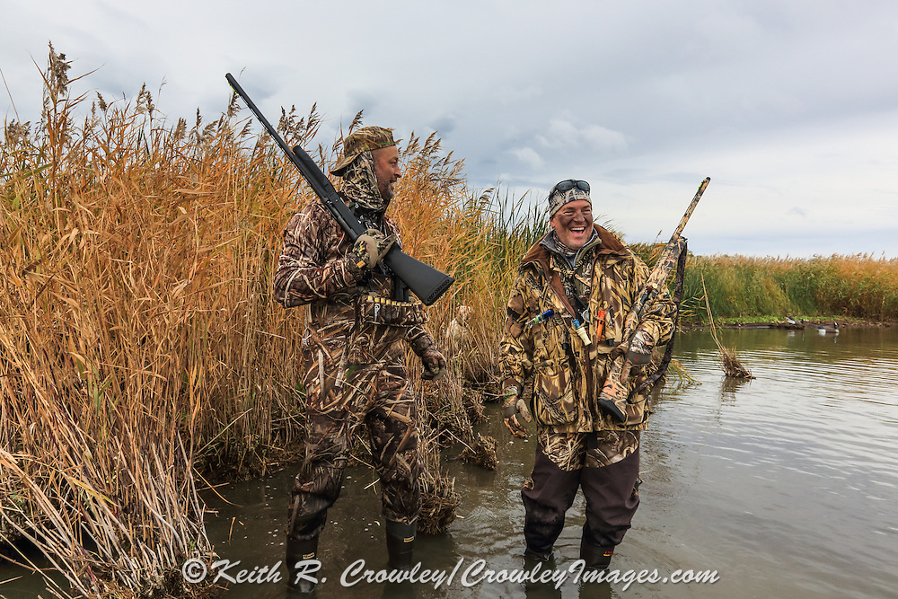 Waterfowlers enjoying a Manitoba Diver Hunt.