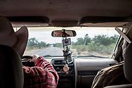 Mario Luna e Jacinto Matus Buitimeo guidano verso il deserto.
