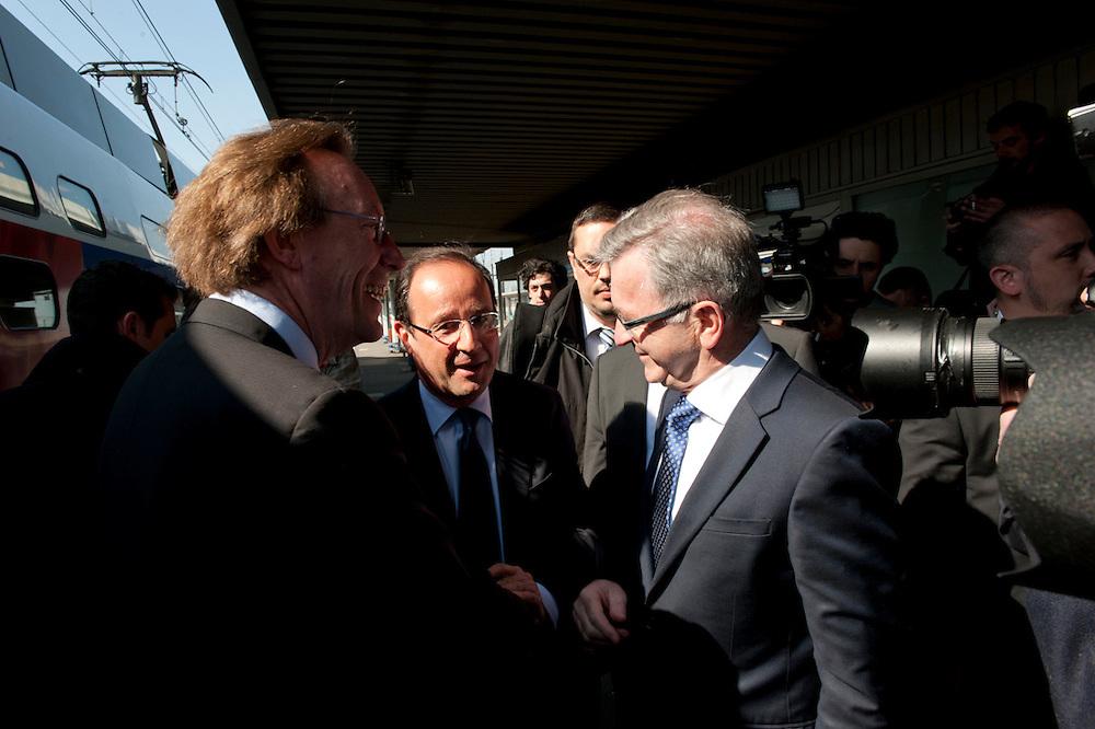 François Hollande, kanidaat van de Partie Socialiste bij de Franse  Presidentsverkiezingen. TGV-Station in Tours.