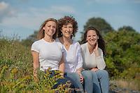 LaPlante family photos in Cape Elizabeth.  ©2021 Karen Bobotas Photographer