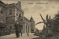 Zagreb : Nadbiskupski dvor. <br /> <br /> ImpresumZagreb : Svetlotiskarski zavod R. Mosinger, [između 1905 i 1918].<br /> Materijalni opis1 razglednica : tisak ; 8,7 x 13,8 cm.<br /> NakladnikSvjetlotiskarski zavod R. Mosinger<br /> Mjesto izdavanjaZagreb<br /> Vrstavizualna građa • razglednice<br /> ZbirkaGrafička zbirka NSK • Zbirka razglednica<br /> Formatimage/jpeg<br /> PredmetZagreb –– Kaptol<br /> Nadbiskupski dvor (Zagreb)<br /> SignaturaRZG-KAP-60<br /> Obuhvat(vremenski)20. stoljeće<br /> NapomenaRazglednica je putovala.<br /> PravaJavno dobro<br /> Identifikatori000955569<br /> NBN.HRNBN: urn:nbn:hr:238:055752 <br /> <br /> Izvor: Digitalne zbirke Nacionalne i sveučilišne knjižnice u Zagrebu