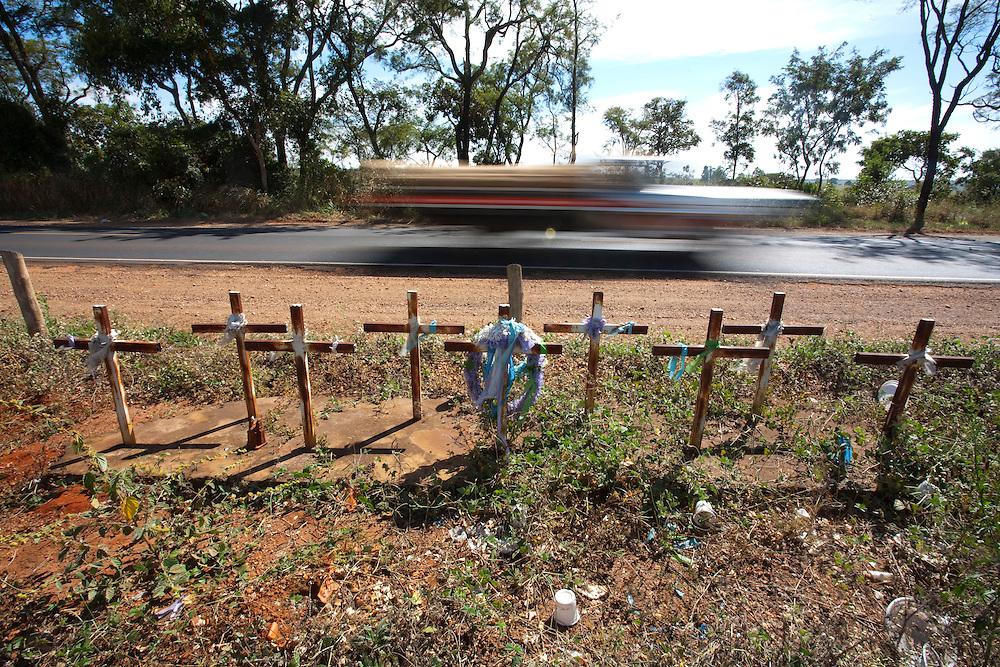 Monte Alegre de Minas_MG, Brasil...Rodovia BR 365 em Monte Alegre de Minas, Minas Gerais...The highway BR 365 in Monte Alegre de Minas, Minas Gerais...Foto: LEO DRUMOND / NITRO