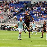 NLD/Amsterdam/20070802 - LG Amsterdams Tournament 2007, Lazio Roma - Arsenal, Nicklas Berdtner in duel met Luciano Zauri