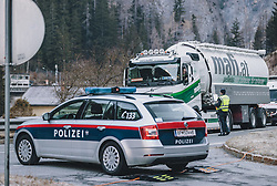 19.03.2020, Dorfgastein, AUT, Coronavirus in Österreich, Gasteinertal unter Quarantäne, im Bild Polizeikontrolle an der Absperrung ins Gasteinertal. In Salzburg wurden die Gemeinde Flachau als auch das Gasteinertal und das Großarltal aufgrund des Coronavirus unter Quarantäne gestellt. // Police controls the traffic into the Gastein Valley. In Salzburg, the village of Flachau and the Valleys Gastein and Grossarl are now under Quarantine due the coronavirus, Dorfgastein, Austria on 2020/03/13. EXPA Pictures © 2020, PhotoCredit: EXPA/ JFK