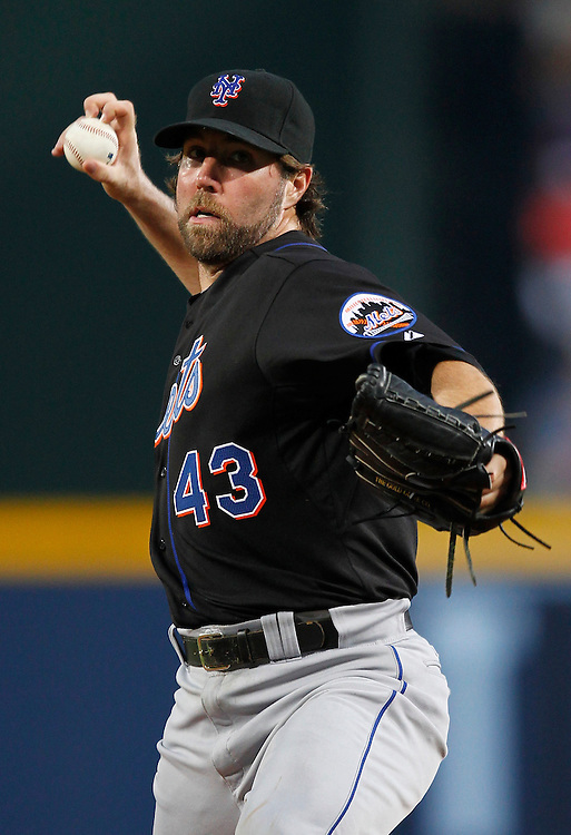 ATLANTA - AUGUST 03:  Pitcher R.A. Dickey #43 of the New York Mets throws a knuckleball during the game against the Atlanta Braves at Turner Field on August 3, 2010 in Atlanta, Georgia.  The Mets beat the Braves 3-2.  (Photo by Mike Zarrilli/Getty Images)