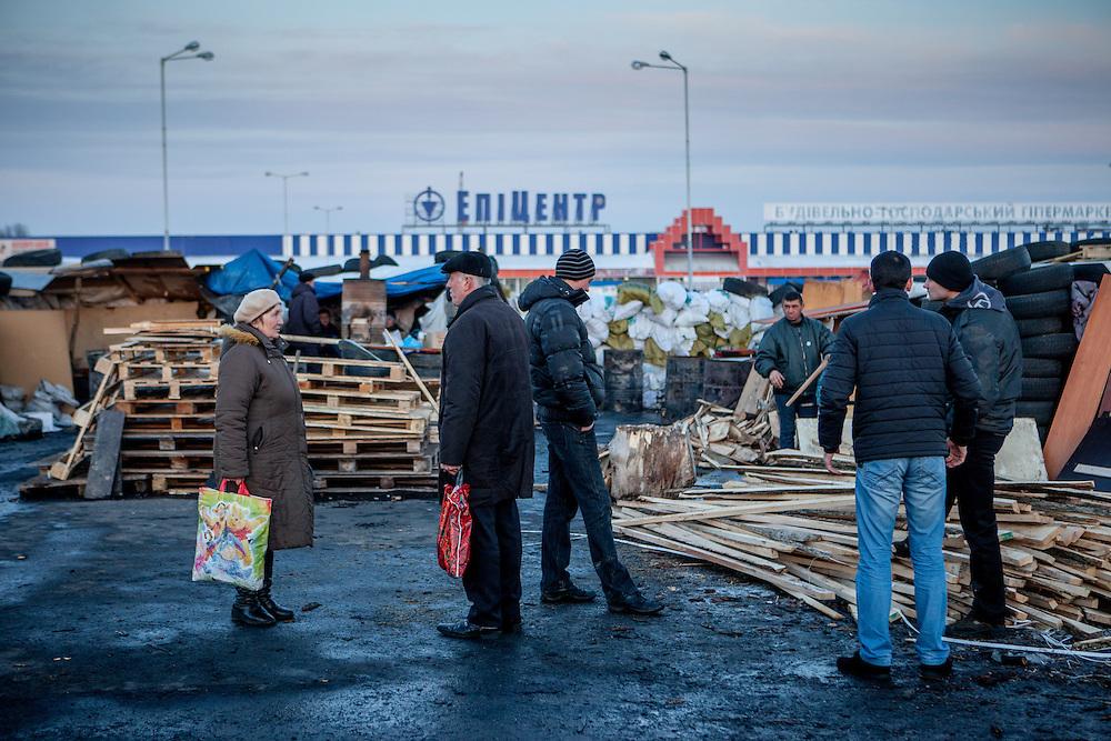 "Andrej (right), ""Bosch"" (3 v. r.) und der Bruder von Andrej (4 v. r.)  mit visitors at the barrikades blocking a building supplies store named ""Epicenter"" in the city of Lviv, Ukraine."