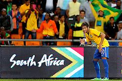 Neymar Jr. comemora gol dançando lepo-lepo em amistoso contra África do Sul, no estádio Soccer City, em Joanesburgo. FOTO: Jefferson Bernardes/ Agência Preview