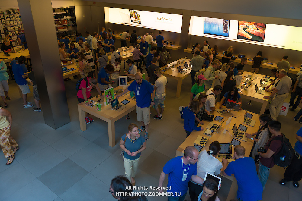 Apple Store on Fifth Avenue inside, New York