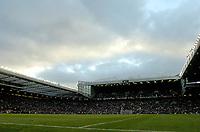 Photo. Jed Wee, Digitalsport<br /> NORWAY ONLY.<br /> Manchester United v Aston Villa. Barclaycard Premiership. 06/12/2003.<br /> Old Trafford.