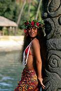 Polynesian woman, rangiroa, French Polynesia