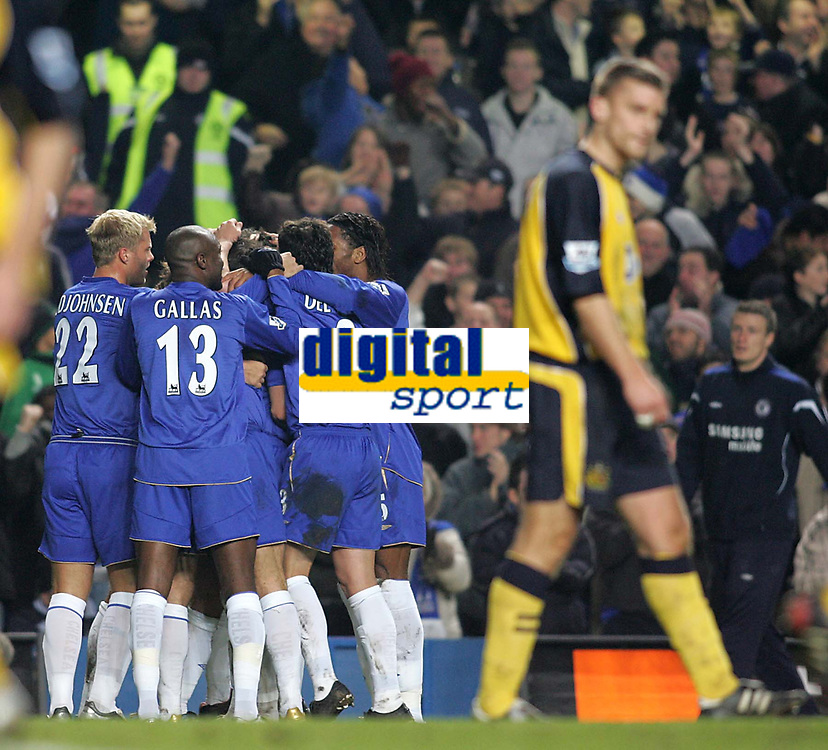 Photo: Lee Earle.<br /> Chelsea v Wigan Athletic. The Barclays Premiership.<br /> 10/12/2005. Chelsea players congratulate John Terry after he scored their opening goal.