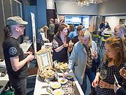 Hindrum Gårdsysteri fra Fosen, bruker bl.a. øl i en del av ostene, mens andre oster passer til ost. Smaksprøver og ostesalg på ølmessa i Trondheim.